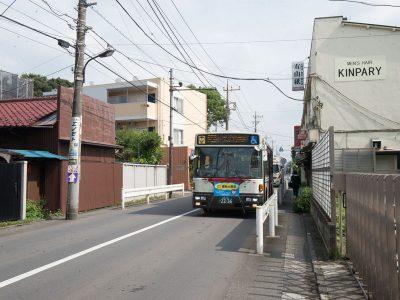 中央線荻窪駅や阿佐ヶ谷駅からもバス便が豊富。バス停が目の前です。