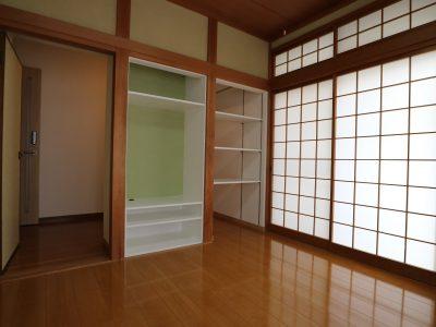 102 和室をフローリングに替え、お部屋入口に3畳の広い収納があります。