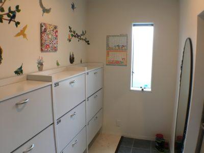 玄関収納も各部屋に分かれています。